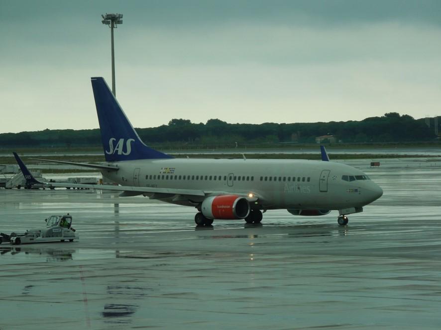 バルセロナ空港にてスカンジナビア航空の機材