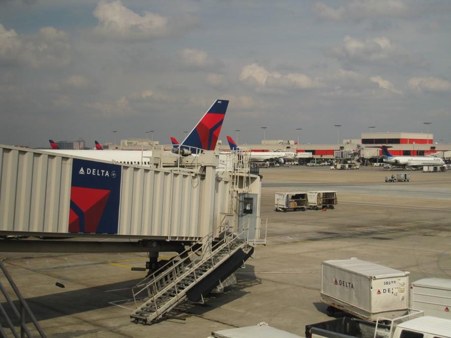 アトランタ空港にてデルタ航空の機材