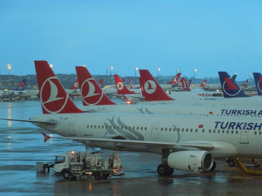 イスタンブール空港にてターキッシュエアラインズの機材