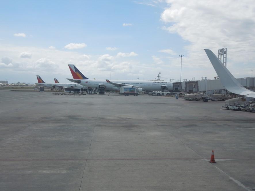 マニラ空港にてフィリピン航空の機材