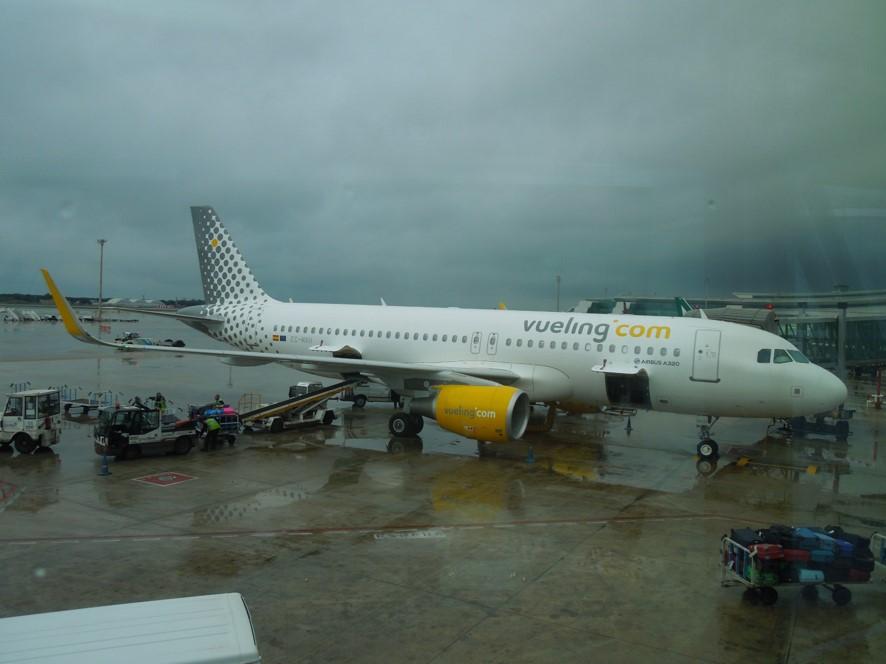 バルセロナ空港にてブエリング航空の機材