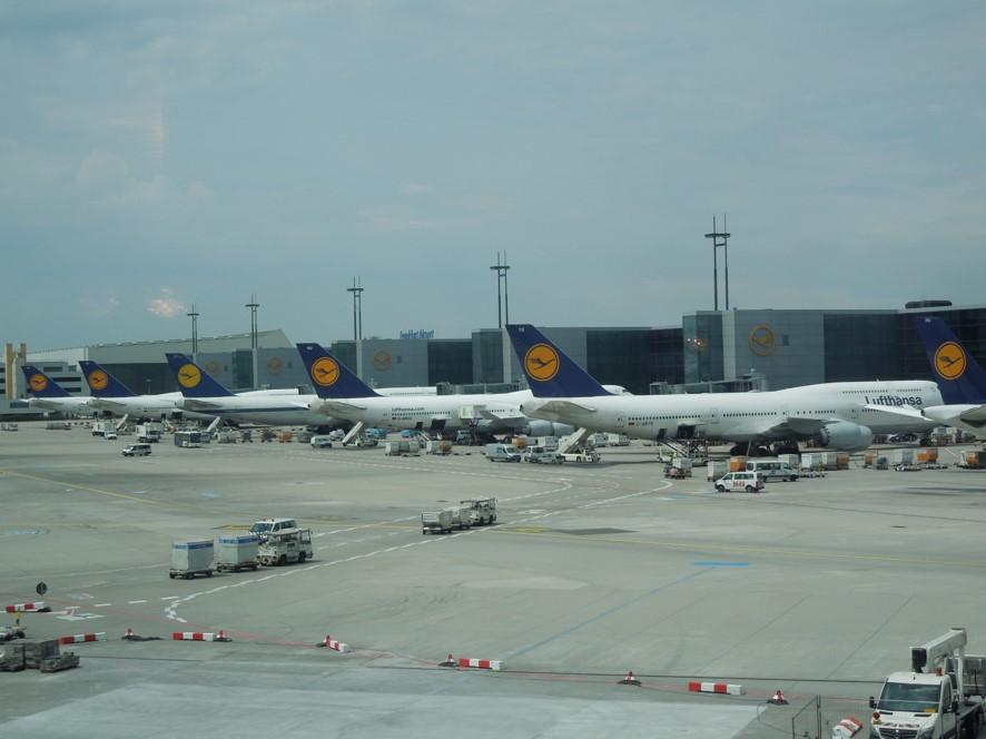 フランクフルト空港にてルフトハンザ航空の機材