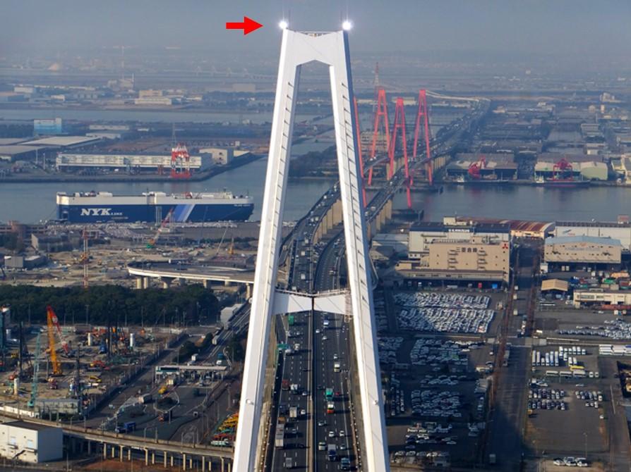 高および中光度航空障害灯の例(名港トリトン)