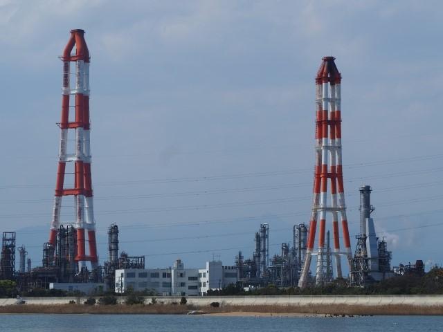 昼間障害標識の例(工場の煙突)
