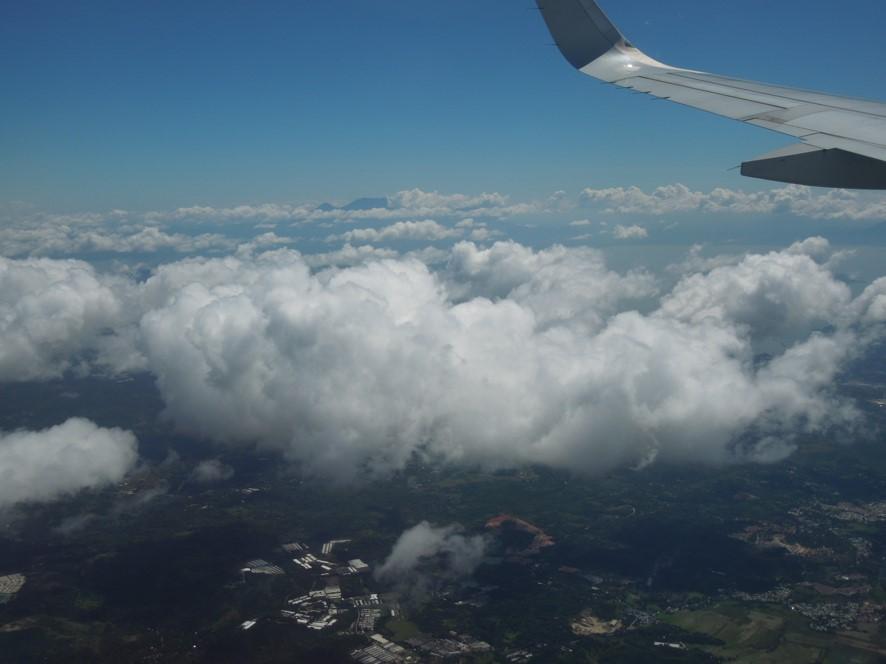 飛行機から見た雲の様子の画像