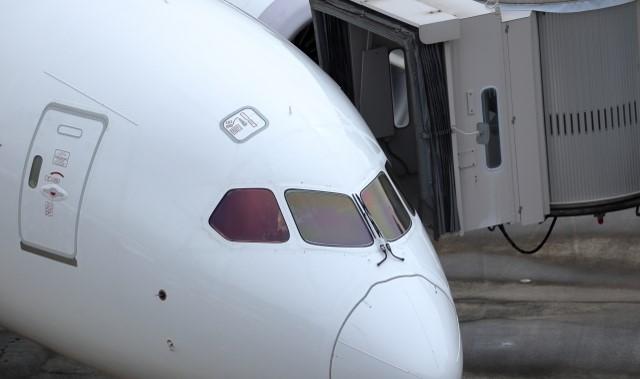 駐機中の飛行機の画像